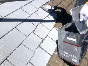 スレート屋根瓦にサーモテックシーラーの塗装
