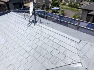スレート屋根瓦にサーモテックシーラの塗装